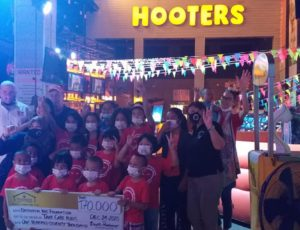 Great X Mass Eve at Hooters